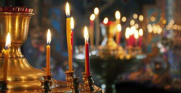 Свечи на подсвечнике