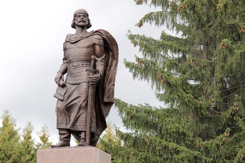 Памятник с семейный Рославль Мраморные розы Бердск
